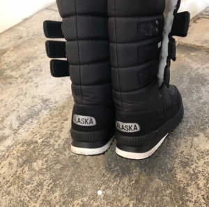Fleece winter snow clothes wear coat boot